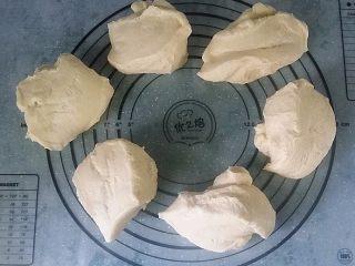日式甜面包-中种法,取出排气后分割6等份