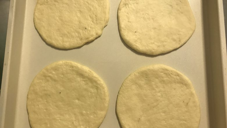 迷你香肠披萨,完成所有后再次发酵室温20-30分钟。