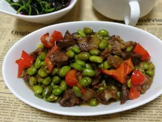 毛豆米炒肉丁,超级下饭好吃的毛豆米炒肉丁出炉,就这一个菜都能让你吃两碗饭