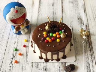 巧克力淋面蛋糕,一个漂亮的巧克力淋面蛋糕就制作好了,个人很喜欢🤗🤗🤗