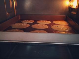 幸福薄脆,烤箱。,中层,180度上下火,8分至10分钟。