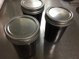 大果粒蓝莓酱,盖好盖子,晾凉后放入冰箱保存