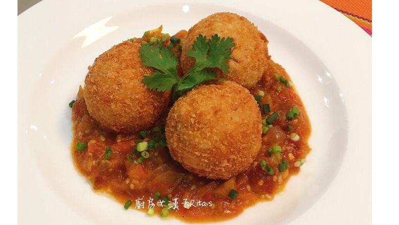 炸起司飯糰佐鮮蕃茄醬汁