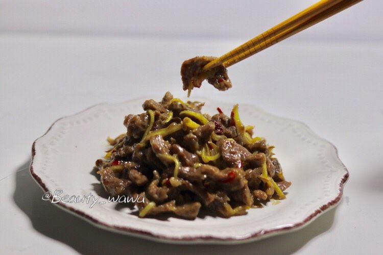 牛肉快手菜—姜丝牛肉,夹一筷子尝尝,味道很鲜呀!