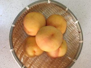 黄桃罐头,黄桃挑选硬一些的