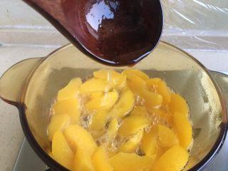 黄桃罐头,糖水稍微有些粘稠即可