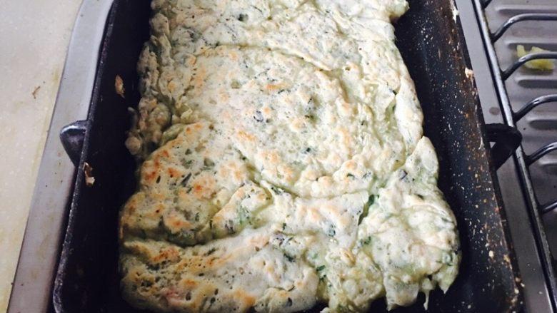 蔬菜肉饼,烘到这种程度,两面都有点金黄色即可。可以翻几次。怕焦。