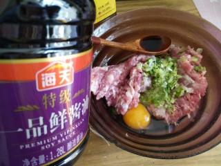 红烧狮子头,一勺酱油