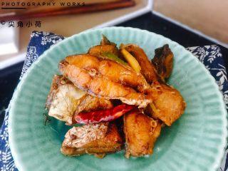 香辣入味的焖烧鱼块,香辣入味的焖烧鲤鱼块。