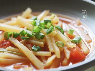 酸爽下饭的茄汁土豆丝,习惯性来张特写,诱惑下亲们的味觉!