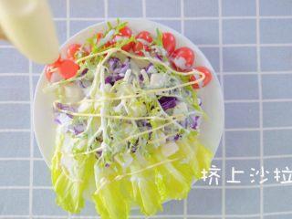 没胃口的时候,来一道酸溜溜酸奶沙拉,挤上沙拉酱