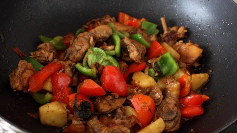 大盘鸡,12.翻炒几下就可出锅。注意一定要留汁,方便拌面。