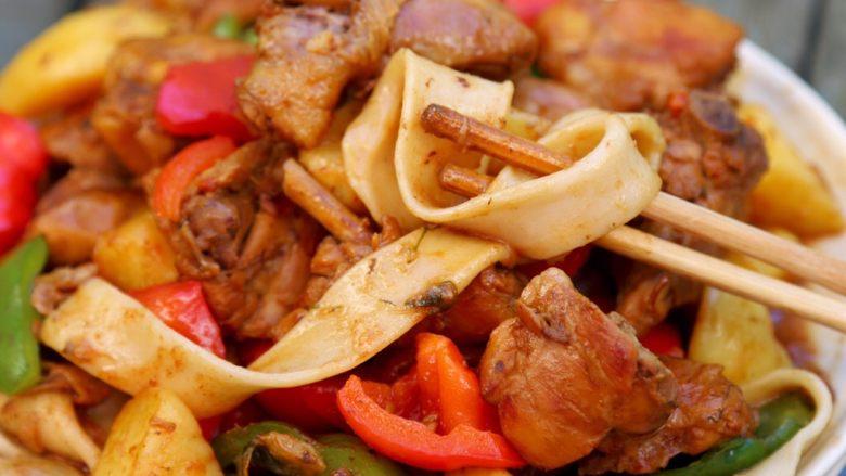 大盘鸡,鸡盛到盘中,美美的享受吧。