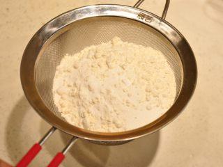 白天使蛋糕——快速消耗蛋白的蛋糕,混合好的粉類先進行第一次過篩備用。