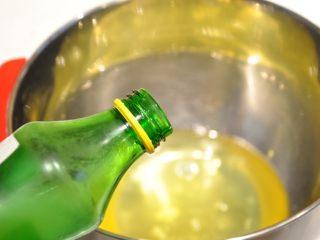 白天使蛋糕——快速消耗蛋白的蛋糕,蛋白中加入檸檬汁。