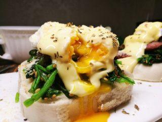 馒头版班尼迪克蛋brunch(附水波蛋做法),温柔的切开水波蛋