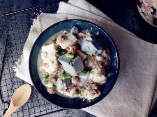 双色豆腐煮肉蓉,盛碟即可。
