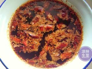凉拌生菜,请出自制的红油辣椒。