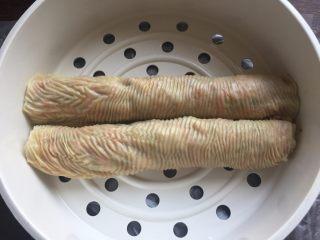 豆皮糯米肉卷,这是蒸好的