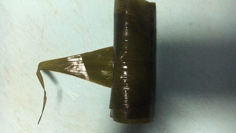 五彩糯米排骨卷,成为一个圆柱体
