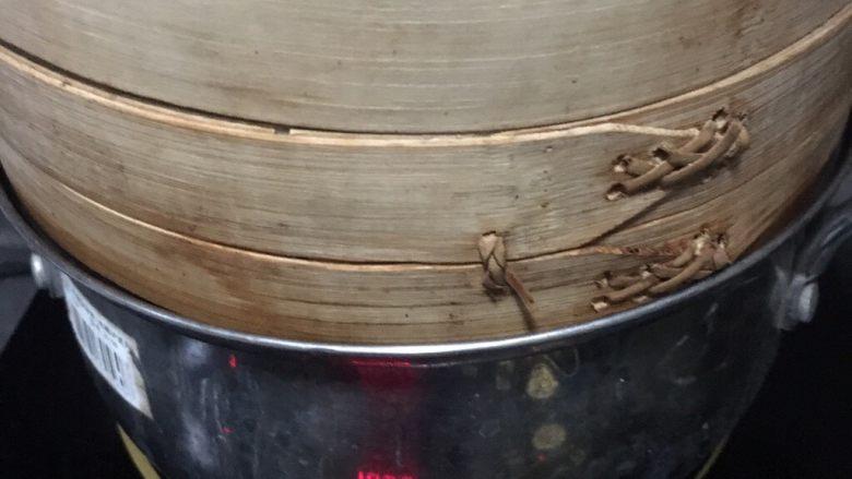 五彩糯米排骨卷,上锅蒸1小时