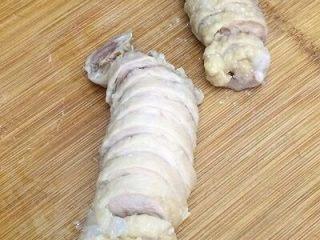 鸡肉卷,用刀切成片