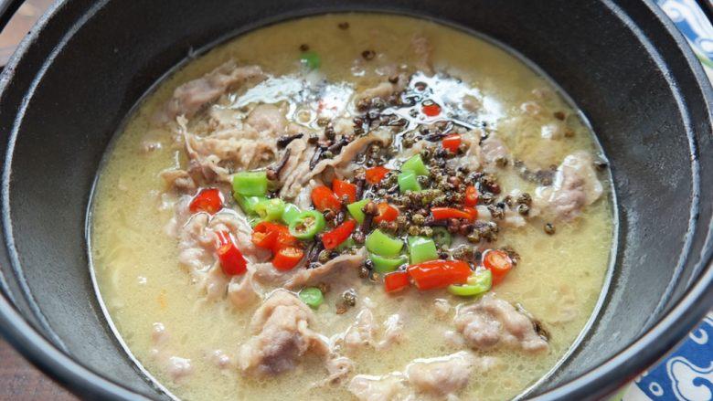 酸汤肥牛,还没吃 香味儿已经顺着鼻子到了胃里,胃开始告诉脑子,饿了。