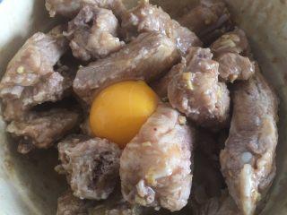 蒜香排骨,加入蛋黄