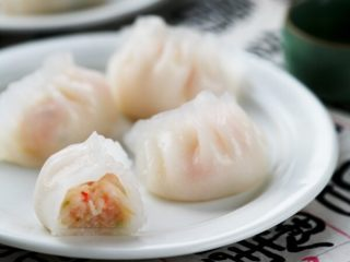 水晶虾饺,瞧瞧里面的馅料好迷人哦!