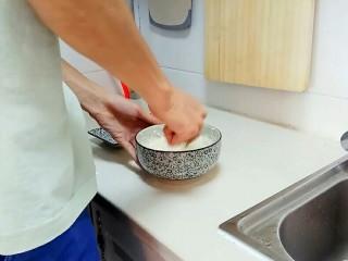红糖发糕,充分搅拌均匀,可以多搅拌一会。