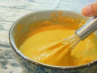 红糖发糕,一定要多搅拌一会,要细腻无面粉颗粒。
