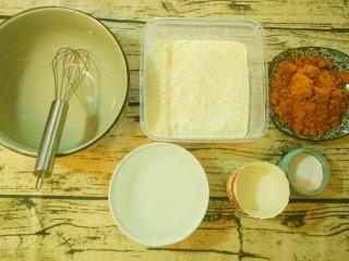 红糖发糕,先将需要用到的食材,工具准备好,纸杯是用来放面糊的。