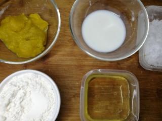 低卡南瓜蛋糕卷(内附无油低卡南瓜卡仕达酱做法),接下来开始准备烤蛋糕卷。这里步骤我简化了,想看详细步骤的可以参考我上一个肥厚蛋糕卷菜谱,那里比较详细。