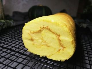 低卡南瓜蛋糕卷(内附无油低卡南瓜卡仕达酱做法),切歪了