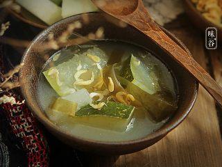 消暑的海带冬瓜虾皮汤,习惯性来张特写,诱惑下亲们的味觉~~~