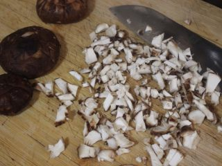 香辣蘑菇酱,把它切碎