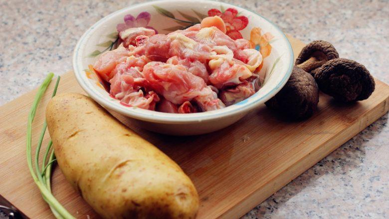 香菇土豆炖鸡块, 1、准备食材。