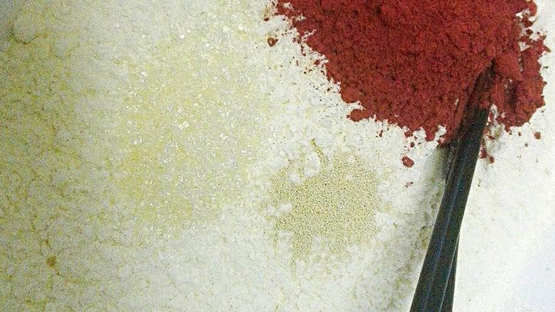 玫瑰花馒头,面粉,<a style='color:red;display:inline-block;' href='/shicai/ 3729'>白糖</a>,<a style='color:red;display:inline-block;' href='/shicai/ 731'>酵母</a>,红曲粉。