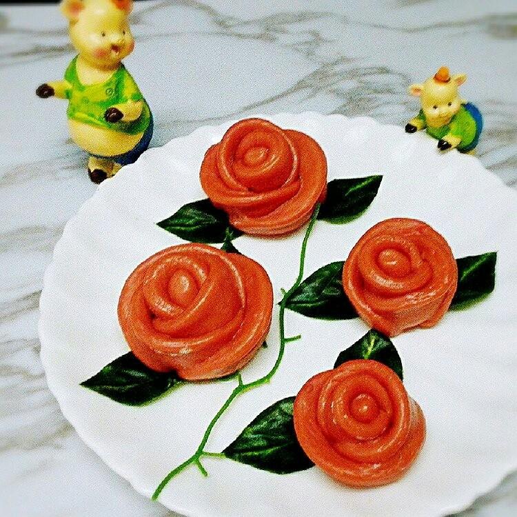 玫瑰花馒头,成品图,这个是之前做的,其实我经常做这个玫瑰花,花痴一枚,😂😂😂😂😂😂