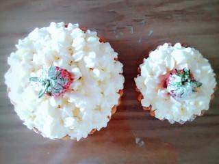 美美的草莓盒子蛋糕,奶油水果派误入,不会删了😓