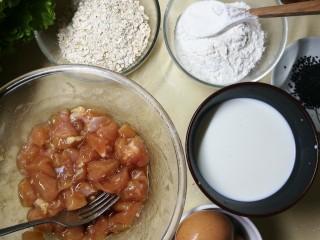 燕麦鸡胸肉蛋卷,材料图,鸡胸肉我提前腌好了。