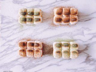 夏日百变花样吐司,每天都不重样,棉花糖吐司: 吐司+酸奶+吐司+棉花糖+可可粉/抹茶粉,烤箱烤10分钟