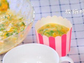 鸡蛋虾肉南瓜杯,放纸杯里烤,预热好的烤箱中层,180度,烤25分钟。