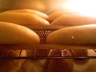 豆沙面包,烤箱预热10分钟180度烤20分钟