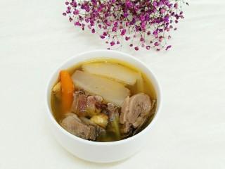 秘制酸萝卜老鸭汤,这道汤不仅开胃解暑,最主要是味道鲜美至极,是夏天必不可少的汤点,汤还没出锅之前,屋子里就飘满了浓浓的香味,小兔崽子一个劲的催,汤怎么还没好啊!真是受不了这小吃货!