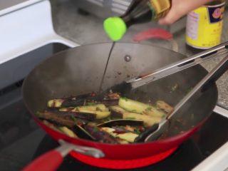 快速简单,鱼香茄子,加入酱油