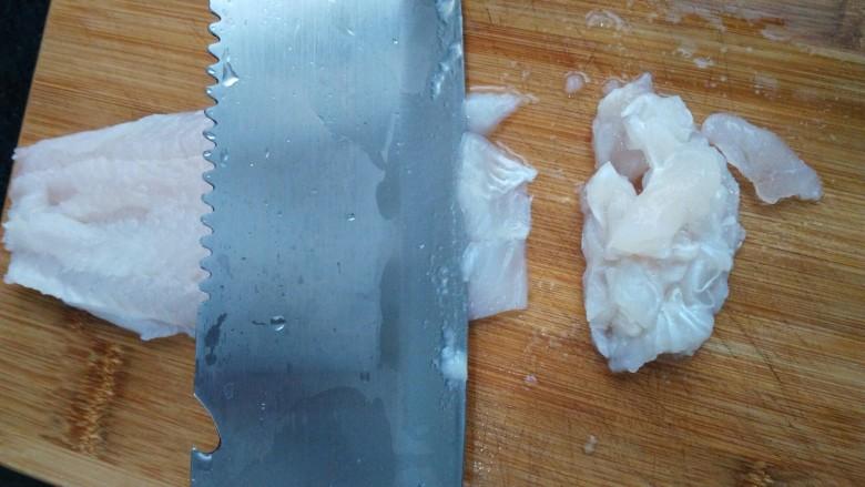 ≈麻辣龙利鱼≈,把解冻后的龙利鱼切片