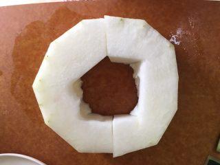 冬瓜薏米排骨汤,冬瓜去皮去芯