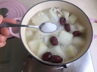 冬瓜薏米排骨汤,出锅前放一勺盐
