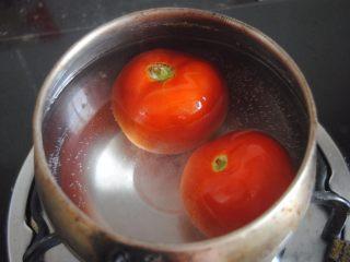 披萨酱,煮沸开水后,放进去烫1分钟,翻滚一下